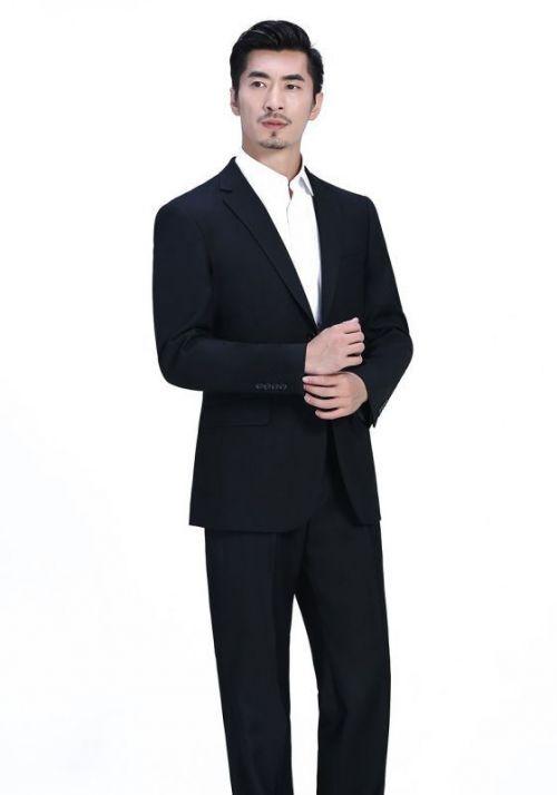 保持整洁是男士穿西服很重要的一个环节!